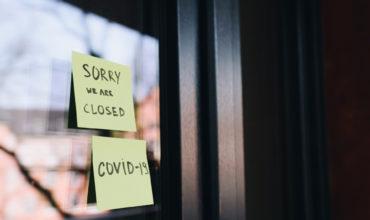 Fensterscheibe mit Corona Update