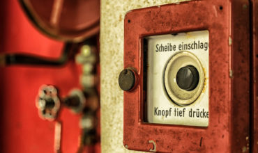 Brandwache, Alarmknopf