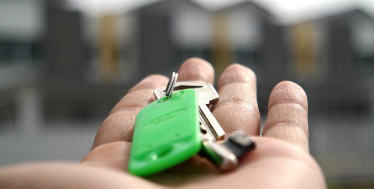 Schlüssel in der Hand, sicher verstauen