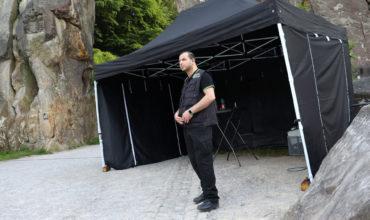 Sicherheitsmann in Einsatzkleidung